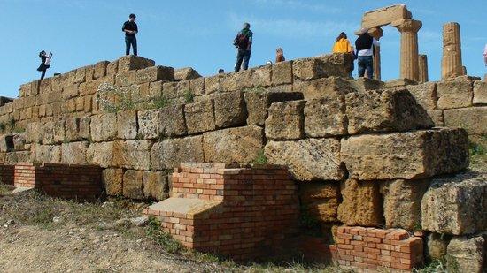 Valley of the Temples (Valle dei Templi): in mezzo ai ruderi