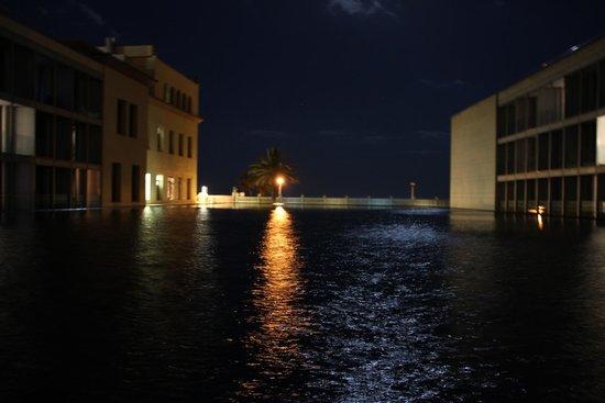 Le Meridien Ra Beach Hotel & Spa : Вид из окна номера 020 ночью