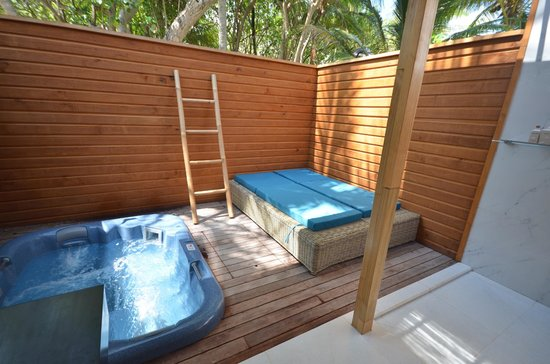Veligandu Island Resort & Spa: 209 private back bit