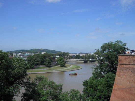 Cracovie : uma vista da cidade e do rio que a atravessa