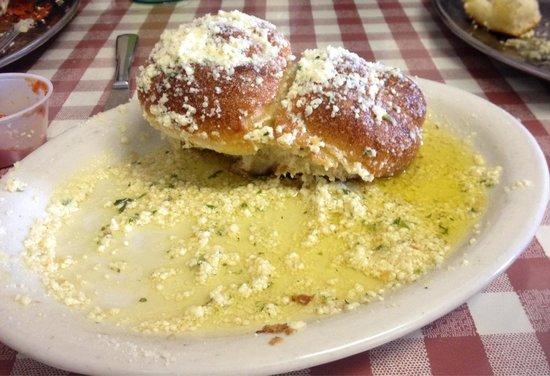 Lenny's NY Pizza: Garlic knots!