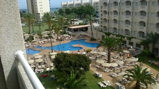 ClubHotel Riu Costa del Sol: pool view from 4rth floor