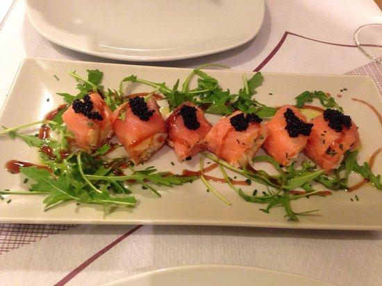 El Meson de Cervantes: Involtino di salmone con ripieno di insalata russa