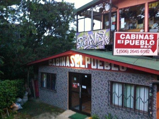 Cabinas El Pueblo Bed & Breakfast: grounds