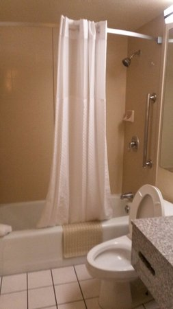Howard Johnson Inn - Oklahoma City: Baño