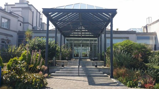 Portmarnock Hotel and Golf Links: Front entrance to reception