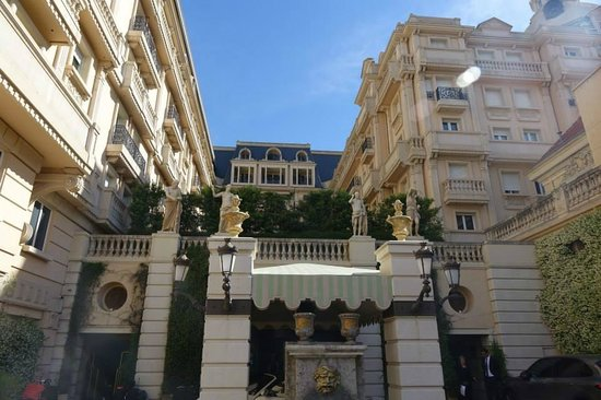 Hotel Metropole Monte-Carlo: The hotel in the daylight
