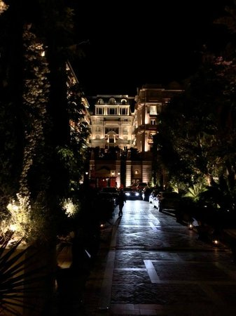 Hôtel Métropole Monte-Carlo : The hotel at night... MAGNIFICENT!