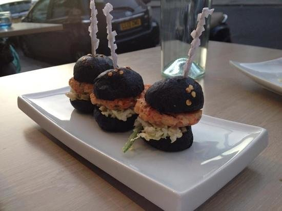 Tinto - Wine Bar & Kitchen: lobster & tarragon burgers
