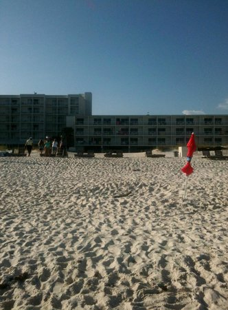 Best Western On The Beach: view of hotel from beach
