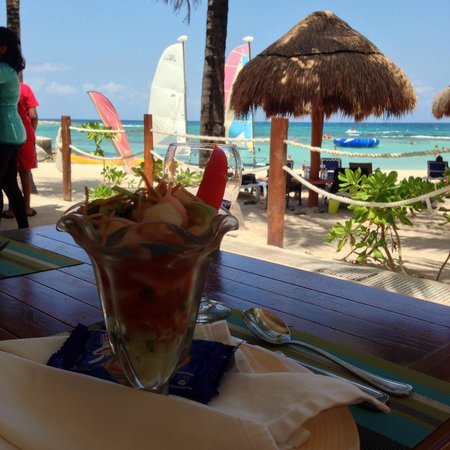 Dreams Puerto Aventuras Resort & Spa: Snack and everything you see INCLUDED!