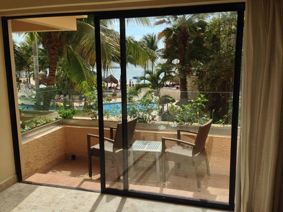 Dreams Puerto Aventuras Resort & Spa: View from our balcony oceanview room