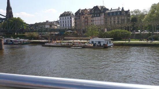 Eiserner Steg: Vista del restaurante/confiteria flotante