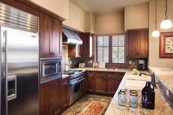 Pronghorn Resort: Residence Unit Kitchen