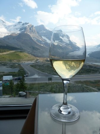 The Glacier View Inn: Wine over the Glacier