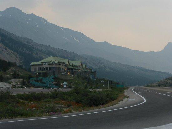 The Glacier View Inn: Sunrise at Glacier View Inn