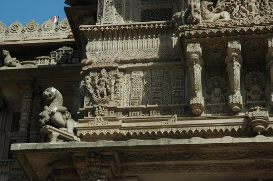 Hathee Singh Jain Temple : intricate carvings