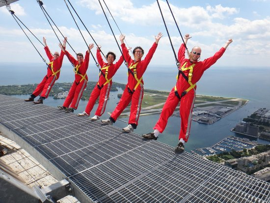 Edge Walk at the CN Tower : group photo