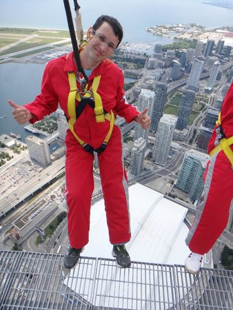 Edge Walk at the CN Tower : thank you Josh for giving me and experience for a life time