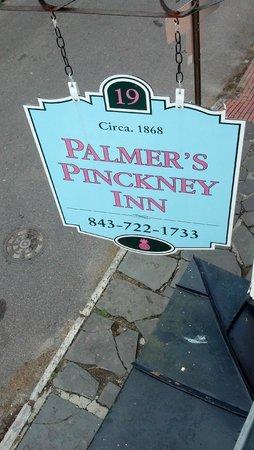 Palmer's Pinckney Inn: sign