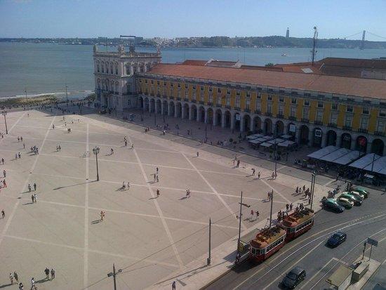 Yellow Bus Tours Lisbon : Praça do Comércio