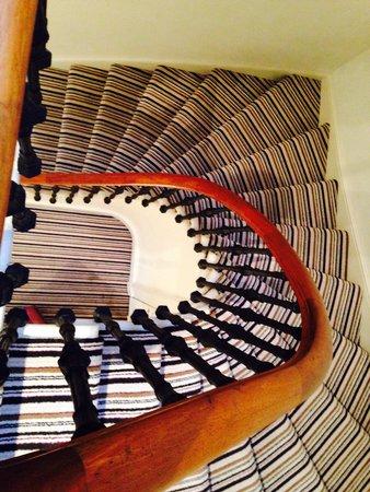 Merchiston Residence: Staircase to apartment