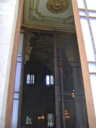 Palacio de Dolmabahçe: Peek Inside the Palace Doors