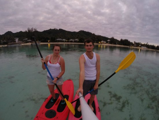 Muri Beachcomber: Paddle boarding in muri lagoon