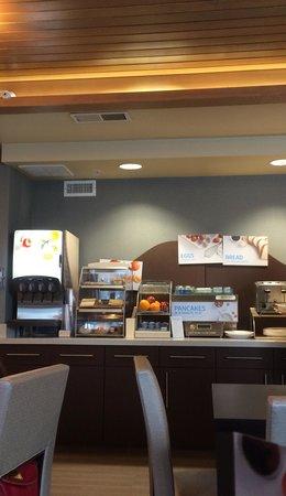 Holiday Inn Express: Breakfast