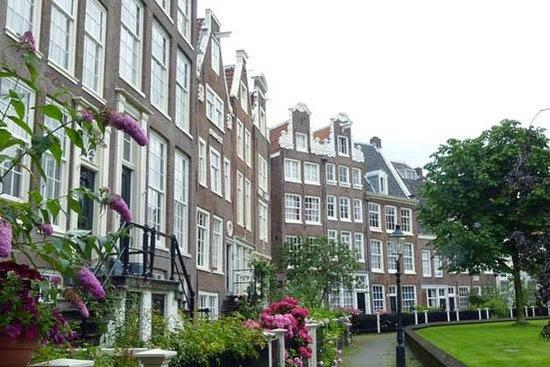 Begijnhof: the court yard