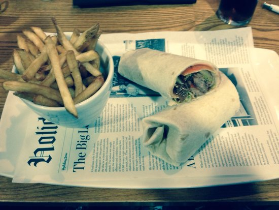 Holiday Inn Swindon: My duck wrap for lunch and fries , very tasty