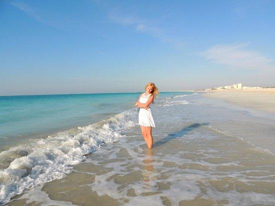 The St. Regis Saadiyat Island Resort: Белый песок, лазурный залив