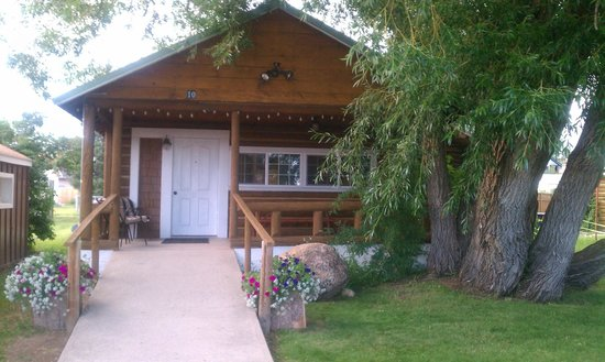 The Log Cabin Motel: The cabin and the porch