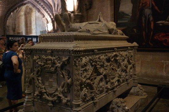 The Cloister of Jeronimos Monastery: Vasco de Gama tomb