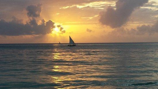 Bluebay Beach Resort and Spa: Sunrise at the Beach