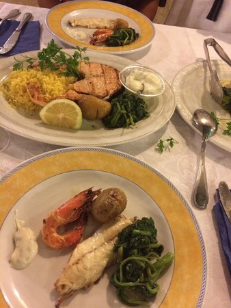 Alexis 4 Seasons Seafood Restaurant : Secondi piatti divisi per due
