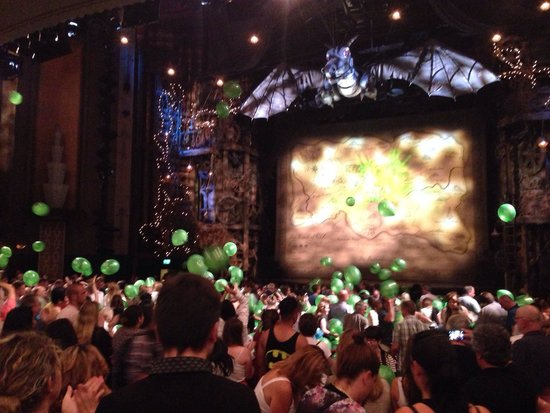 Wicked the Musical: Balloons signifying 6 millionth audience member