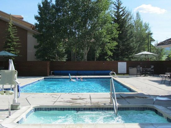 Wyndham Vacation Resorts Steamboat Springs: outdoor pool with ADA hot tub close by