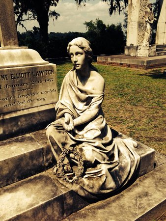 Savannah Bonaventure Dash Tours: Beautiful monument statue