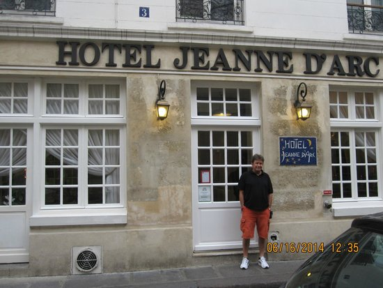 Hotel Jeanne d'Arc: front of hotel (1st floor)