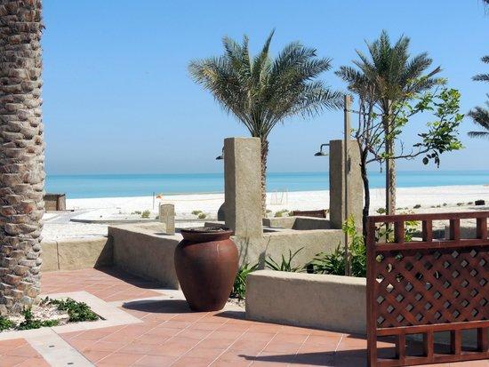 The St. Regis Saadiyat Island Resort : Вид на пляж