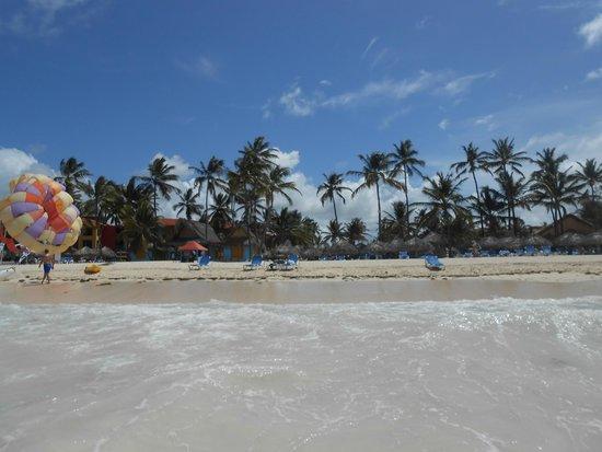 Tropical Princess Beach Resort & Spa: plage vu de la mer