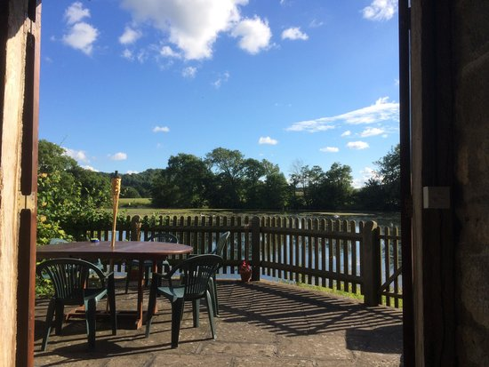 Hindwell Farm Bed & Breakfast: View from the summer house over the lake