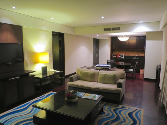 Conrad Bali: Living room in resort suite