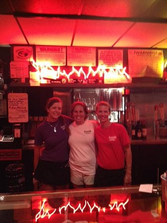 Smoke 'N Bones : Wait staff at Smoke'n Bones