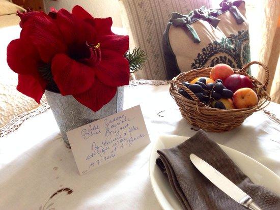 Gd Hotel Bella Tola & St-Luc: mot et corbeille de bienvenue