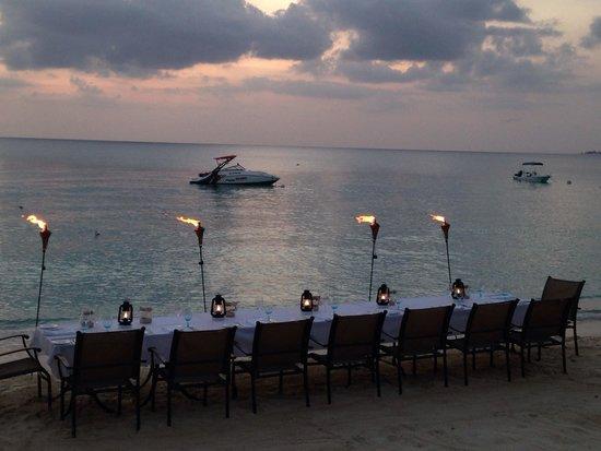Grand Cayman Marriott Beach Resort: An amazing dinner! An even better nite!