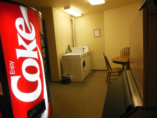Western Heritage Inn : Laundry facility