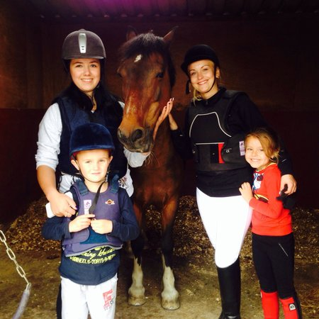Pony Tales Stables: Family fun