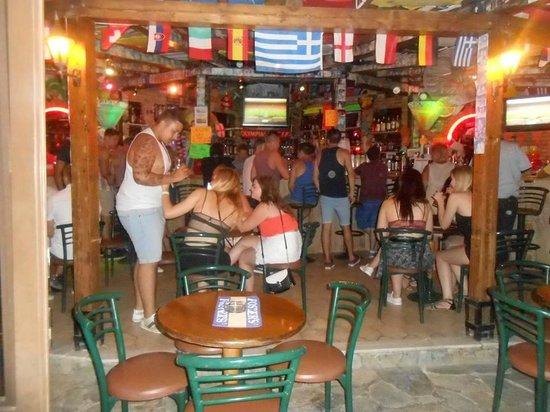 Mon Repos Apartments: hotel bar